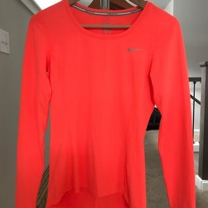 Size small Nike running top